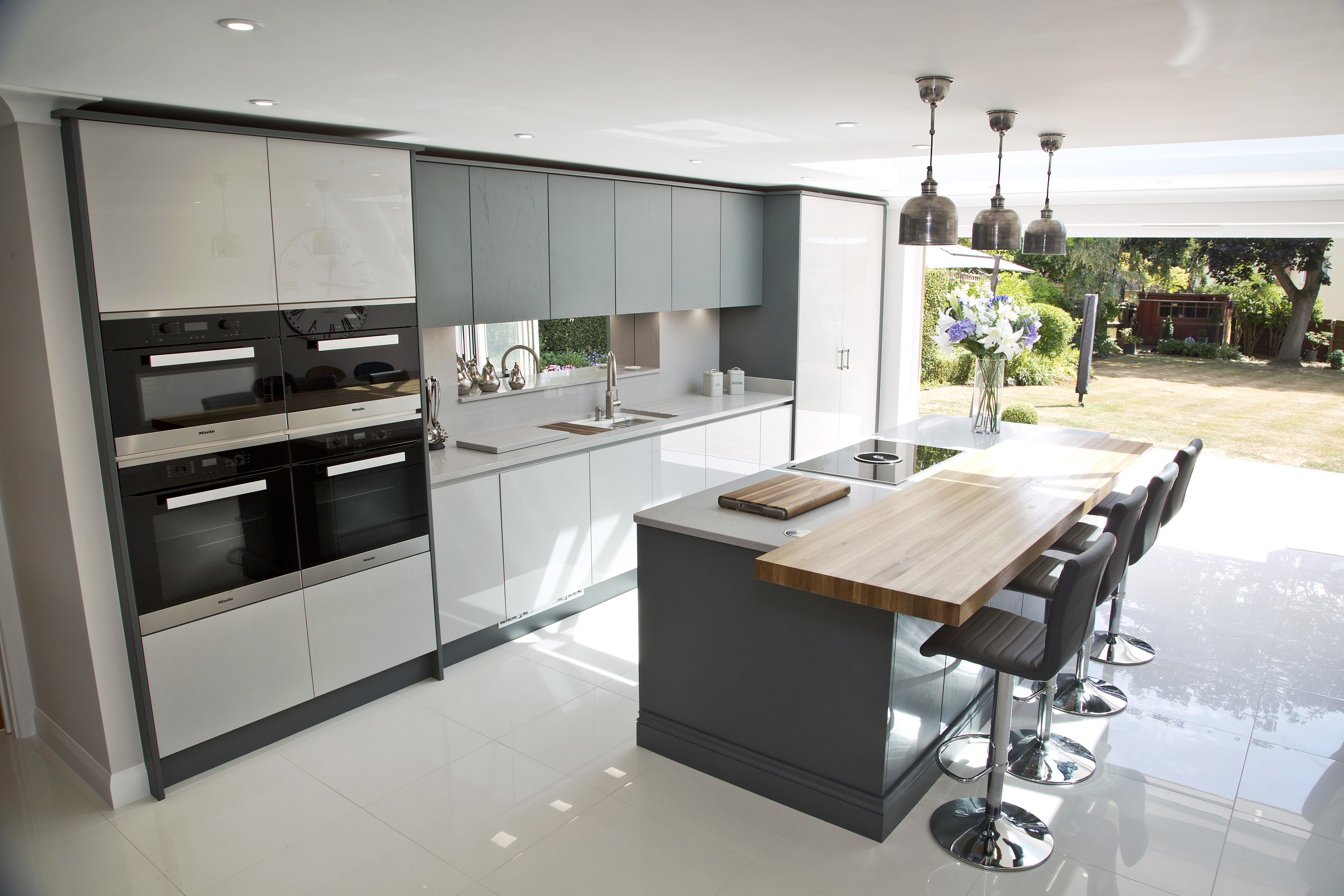 A modern family kitchen with flat doored cabinets