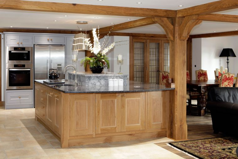 Alternative style of kitchen doors in natural wood